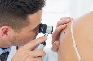 10097518-cancer-de-la-peau-apprenez-a-limiter-les-risques
