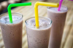 three-protein-shakes-in-glasses-with-straws