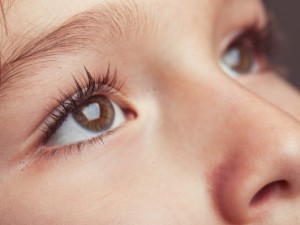 ways-to-keep-your-childrens-eyes-healthy-600x400